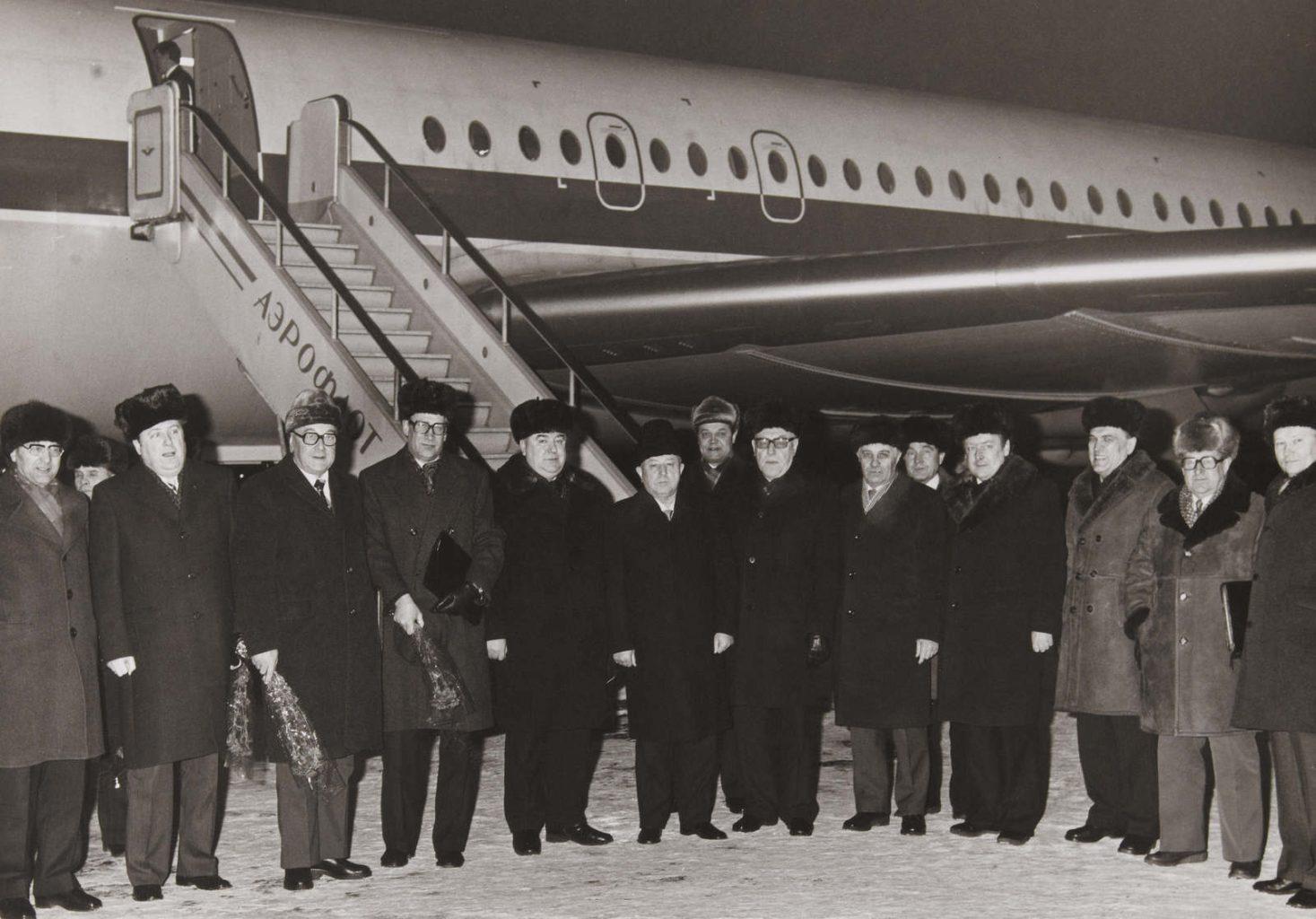 Photo unique de la visite des dirigeants de la STASI de la RDA (Général Erich MIELKE, Général Markus WOLF, etc.) à Moscou (URSS) durant l'hiver 1980. Aucun des services secrets occidentaux n'avait réussi à photographier Markus WOLF (connu sous le nom de