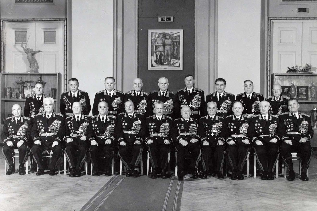 Photographie originale montrant les chefs militaires-maréchaux et colonel-généraux de l'URSS durant la guerre froide vers 1970